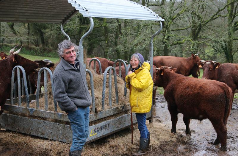 Masayo et Jackie vendent leur viande de bovins en circuits courts: «Ça marche bien, se réjouissent-ils. Et ça fait 21 ans que cela dure. Là encore, c'est miraculeux.»