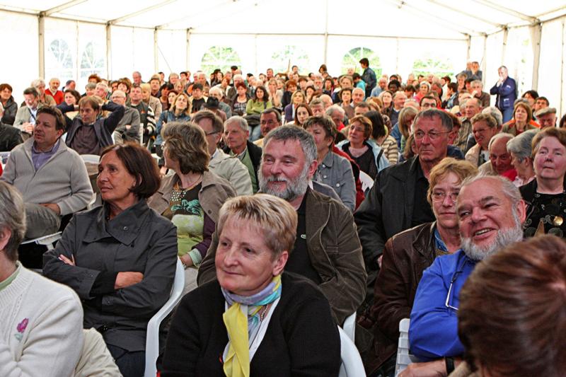 Depuis 17 ans déjà, les Bistrots de l'Histoire sont suivis par un nombre considérable de passionnés. Parfois jusqu'à 300 personnes. (Photos d'archives/DR)