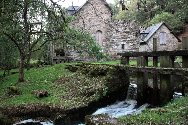 Le moulin-manoir du Rouyo à Plaintel avec sa tourelle.