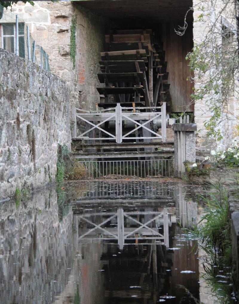 Le mécanisme de la roue du moulin de Pont Jacquelot à Plaine-Haute.