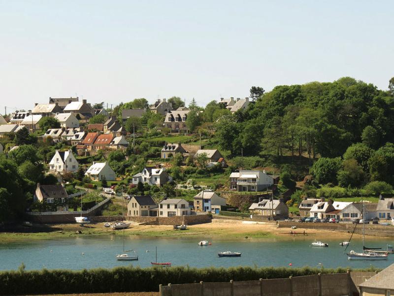 La Roche, vue de Kerbors, autrefois village de pêcheurs est devenue quartier résidentiel.
